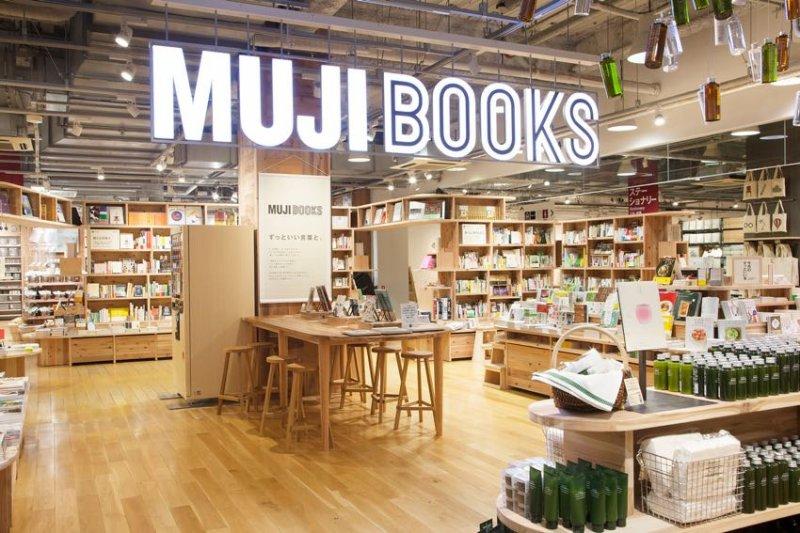 無印良品有樂町店重新開幕,也是第一間賣書的店面!(圖/DECO myplace)