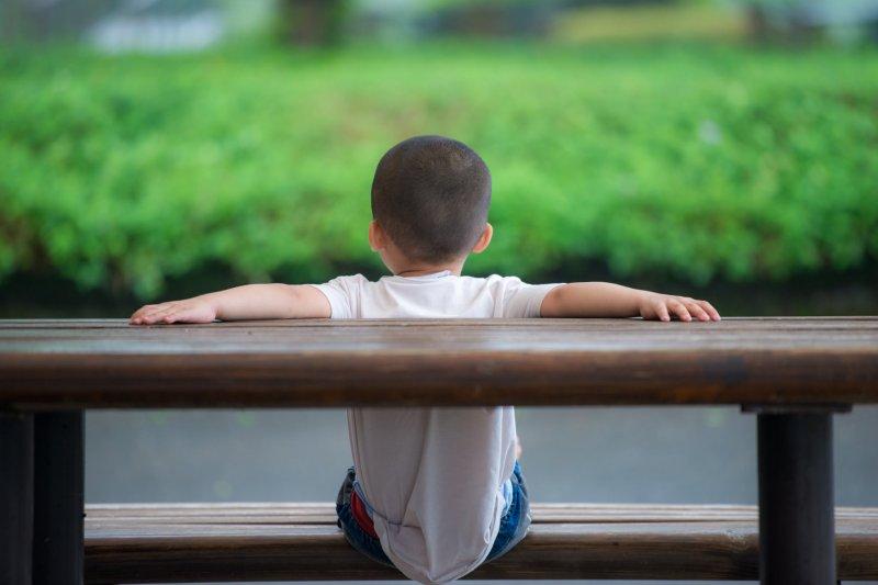 適度讓孩子擁有秘密,並非親子疏離的象徵(圖/Tony Tseng@flickr)
