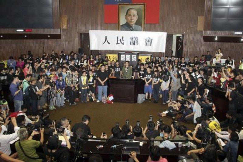 作者認為,雖2010年代後有太陽花運動,直到2020年,但還是無法打破過去國民黨所留下來的體制。在蔡英文總統「維持現狀」的政策之下,台灣人的夢與一百年前1920年代的台灣知識份子所追求的理想,看起來還是無法真正實現。(資料照,BBC中文網)