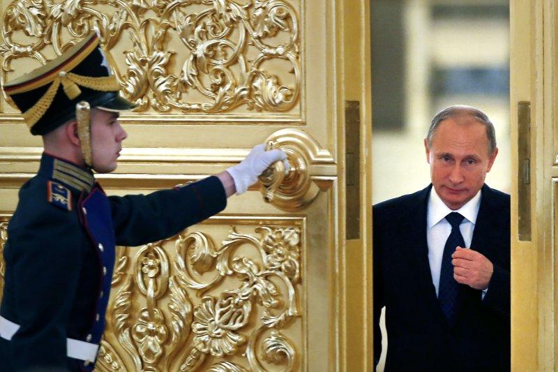 俄國總統普京(右)。(美聯社)