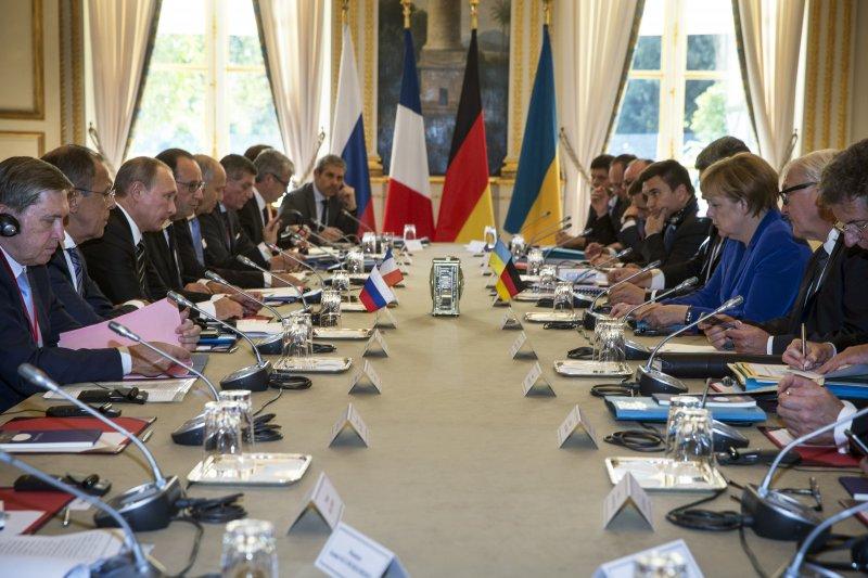 2日在巴黎召開的俄烏峰會,德法領袖也一同出席。(美聯社)