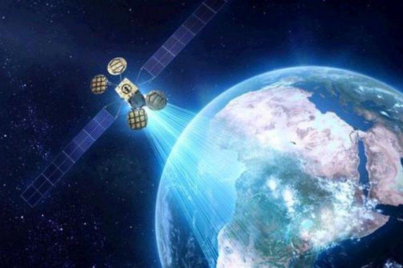 臉書預計2016年下半年利用自家衛星,提供非洲更好的網路服務。(取自推特)