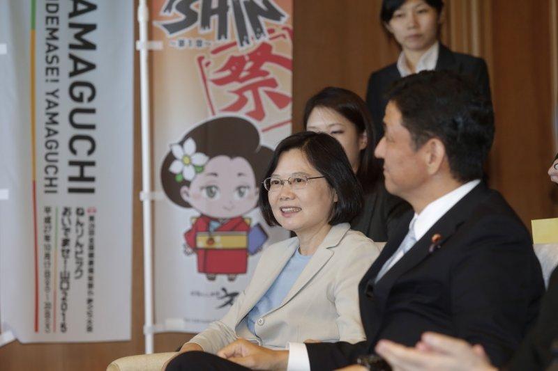 民進黨總統參選人蔡英文訪問日本山口縣,眾議員岸信夫陪同。(蔡英文訪日媒體團提供)