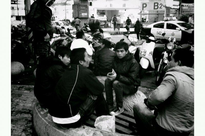 第一廣場現在多是外籍勞工集會聚散地,充滿異國笑語(圖/chia ying Yang@flickr)