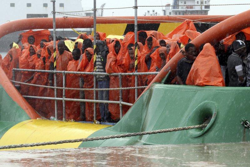 準備從義大利上岸的難民(美聯社)