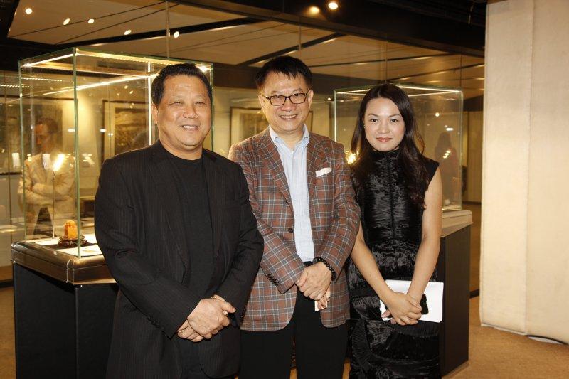 澳門房地產開發商「新建業集團」主席吳立勝(左)。(翻攝網路)