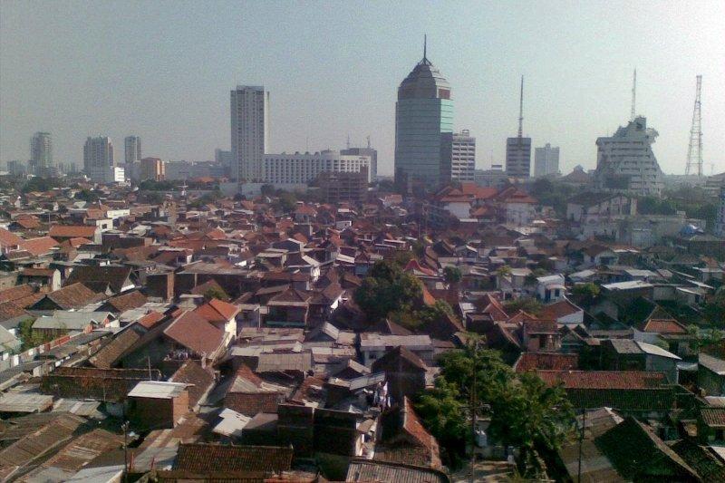 印尼泗水為東爪哇地區貿易及交通樞紐,占重要地位。(取自維基百科@Davidelit)