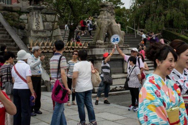 日本政府觀光局還未公布今年中國國慶假期有關訪日中國遊客的統計,不過今年2月訪日中國遊客人數近36萬人次。(BBC中文網資料照片)