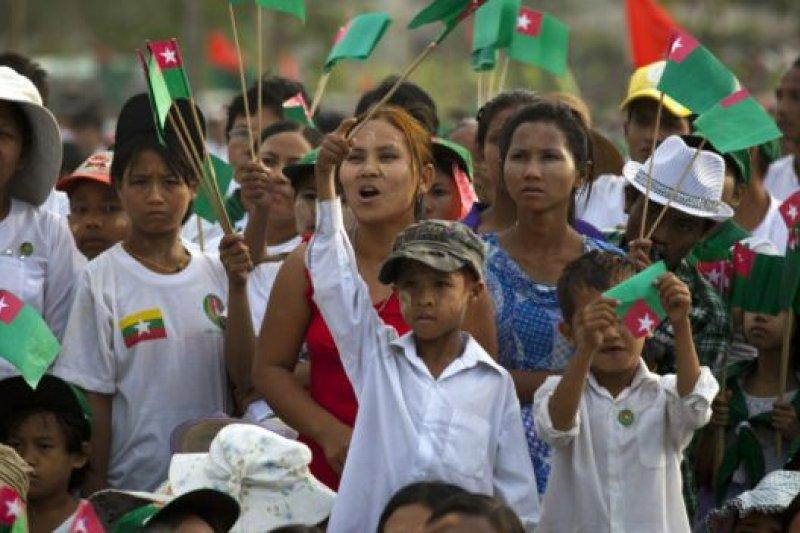 緬甸執政的聯邦鞏固與發展黨的民眾支持率不如全國民主聯盟,但卻得到了軍隊的支持。(BBC中文網)