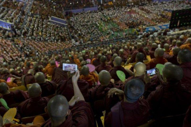 佛教僧侶在緬甸大選前成為了該國一股強大的政治勢力。(BBC中文網)