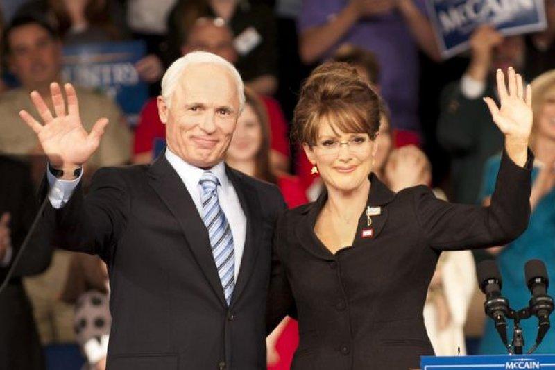 《選情告急》記錄了2008年共和黨找來莎拉・培林作為副手競選總統的真實故事。(圖/痞客邦)