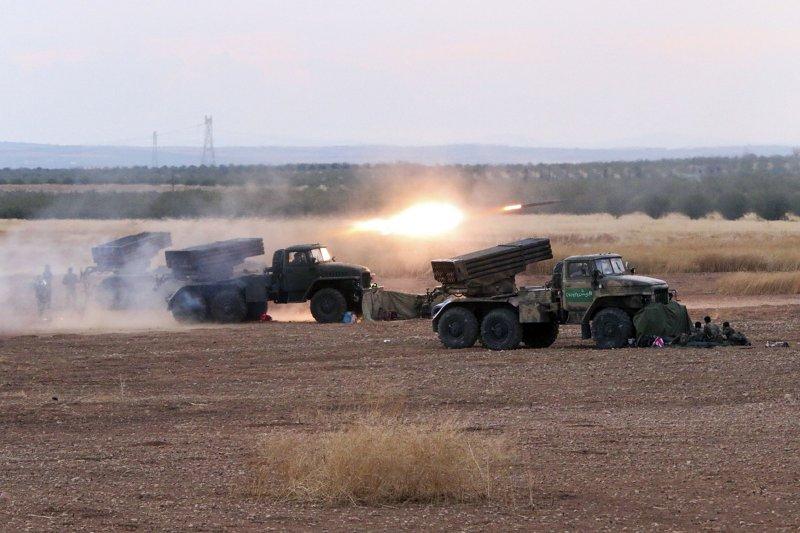 為加強打擊伊斯蘭國,美軍12日對敘利亞反政府軍空投武器。(美聯社)