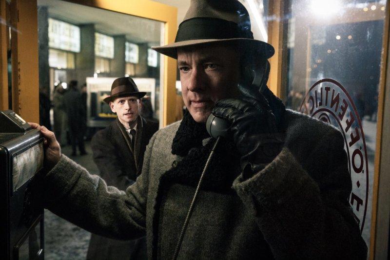 湯姆漢克在《間諜橋》電影飾演傳奇律師唐納文(圖/Bridge Of Spies@facebook)