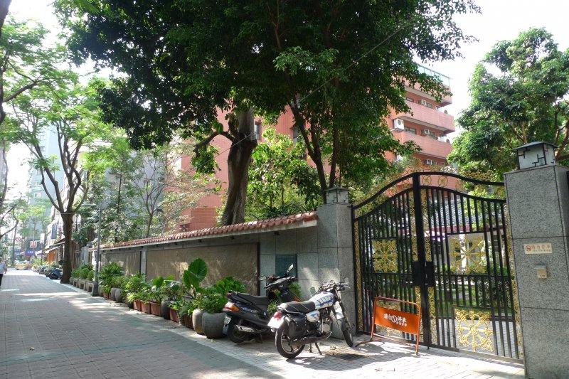 楊三郎美術館座落於永和幽靜的博愛街內。(圖/陳秀麗)