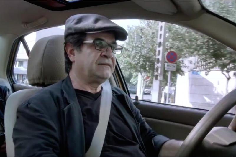 伊朗導演賈法爾潘納希(Jafar Panahi)的新作《計程人生》屢屢獲獎!(圖/擷取自YouTube)