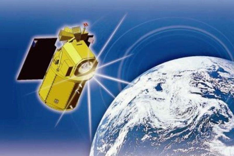 福衛5號為「最有台灣味的衛星」,元件幾乎都是台灣製造,更結合台灣半導體產業優勢,開發全球第一顆太空級線型互補式金屬氧化物半導體(CMOS)影像感測器。圖為福衛5號飛行模擬圖。(取自國家太空中心)