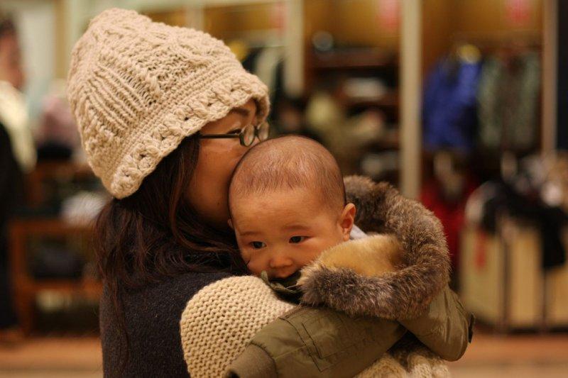 在日本當媽媽,竟要承受這麼多的苛責...(圖/ToshimasaIshibashi@flickr)