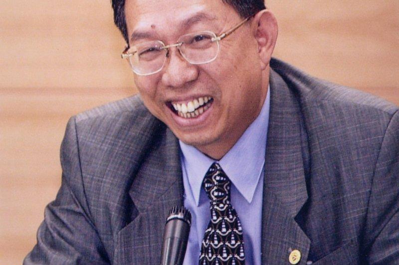 前疾管局長蘇益仁(見圖)表示,倘若到了冬天下一波疫情來臨前,台灣還沒研發出可用疫苗,那民眾恐怕會成為最容易染疫的族群。(資料照,取自成功大學官網)