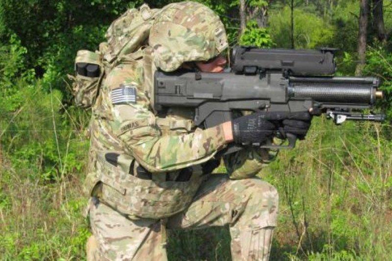 美軍研發的智慧榴彈槍,2017年將成為美軍的標準配備。(取自推特)