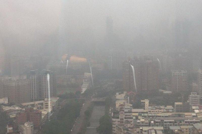 台中市近來空氣汙染嚴重。(取自台灣生態學會秘書長蔡智豪臉書)