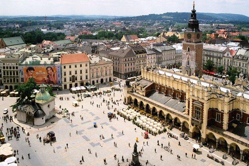 圖為波蘭中央集市廣場 (克拉科夫)(維基百科)
