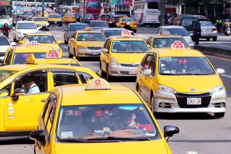 交通部研擬推動多元計程車法案,「小黃」不再是唯一。(取自基隆市警察局)