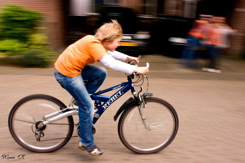 騎單車時有時速度過快,禮儀上初學者應懂得小心自我安全。(圖/Patrick Goossens@flickr)