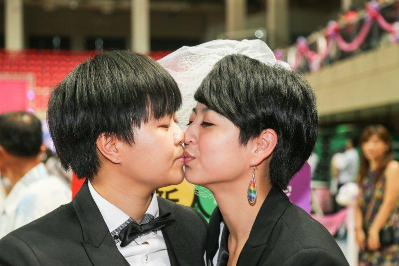 20151024-全台首度「異同參加」聯合婚禮.彩虹LOVER.呂欣潔和陳凌(陳明仁攝)