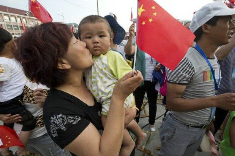 由於獨生子女政策和重男輕女的文化傾向,中國成為世界人口性別不平衡問題最嚴重的國家之一。(BBC中文網)