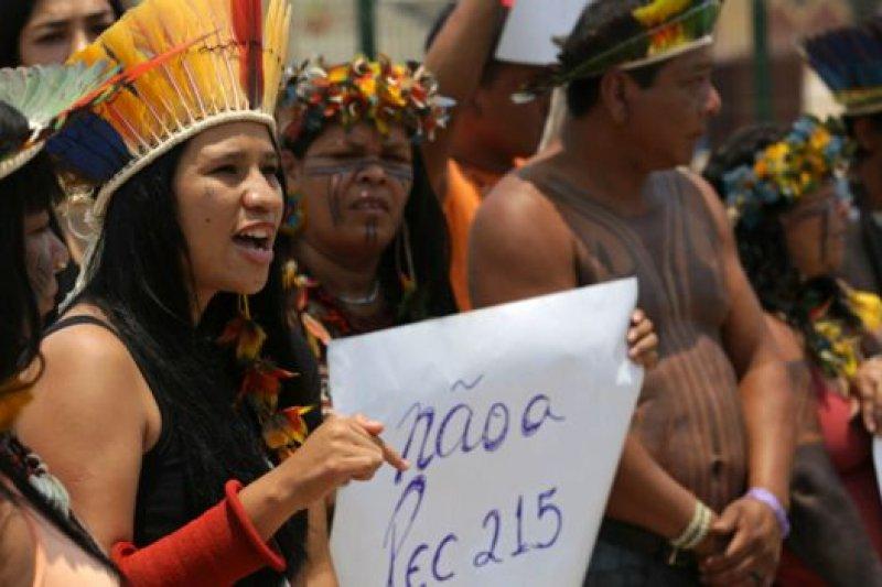 一些原住民人士對主辦運動會的開支表示抗議,他們認為,當局應將資金用在改善巴西原住民的生活方面。(BBC中文網)