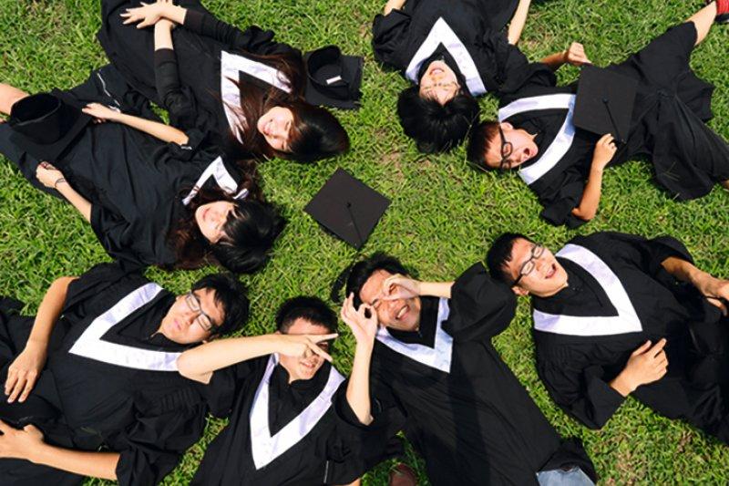 全球化、知識經濟的時代,大學應以培育具專業、多元性、多面向、能掌握國際事務動態的未來菁英為目標。(圖:行政院提供)