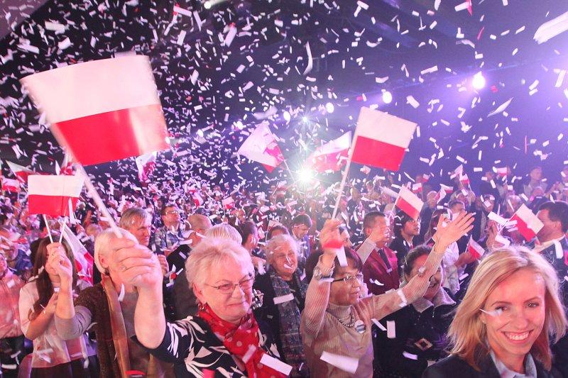 波蘭「法律與公正黨」支持者歡慶勝利(美聯社)