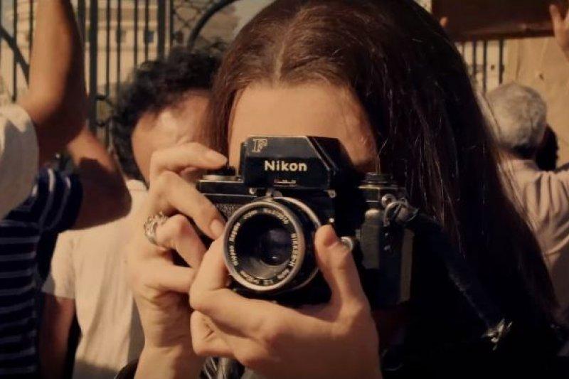 在法拉奇的傳記電影中,由義大利女星普契尼飾演這名「第一女記者」(圖/截自fandango@youtube)