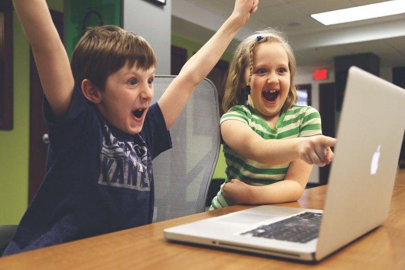 電腦課不該只是教導學生如何編輯一份 Word 文件或 PowerPoint 簡報,更重要的,是讓他們寫下屬於自己的「Hello World」(圖/pixabay)