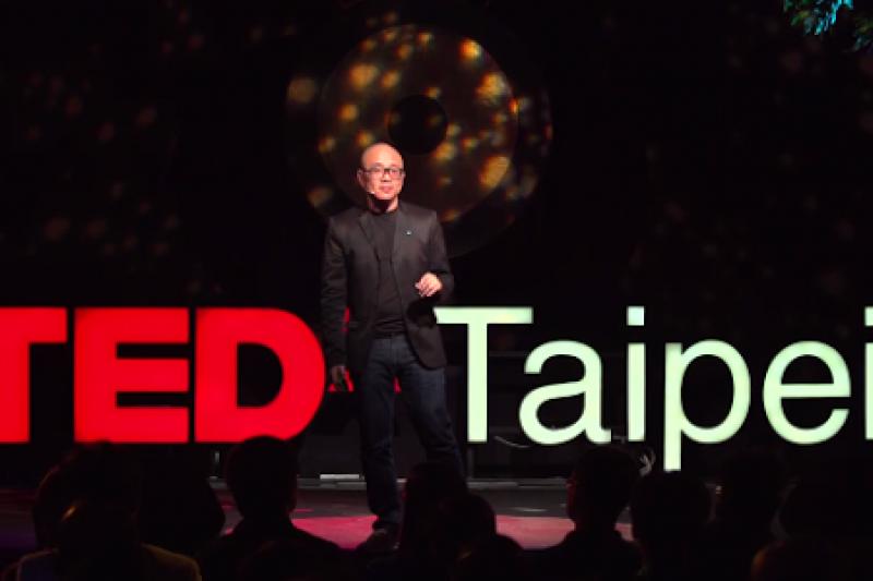 Gogoro創辦人陸學森在TEDxTaipei大會中分享過去累積的工作經驗及其中的寶貴教訓。(圖/數位時代)