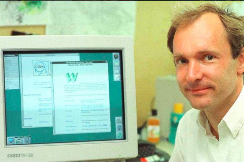全球資訊網發明人、網際網路發明人柏納李(Timmothy Berner-Lee)。(取自Twitter)
