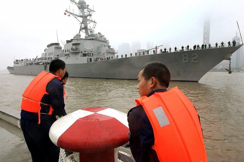美國海軍飛彈驅逐艦「拉森號」(USS Lassen)2008年4月造訪上海(美聯社)