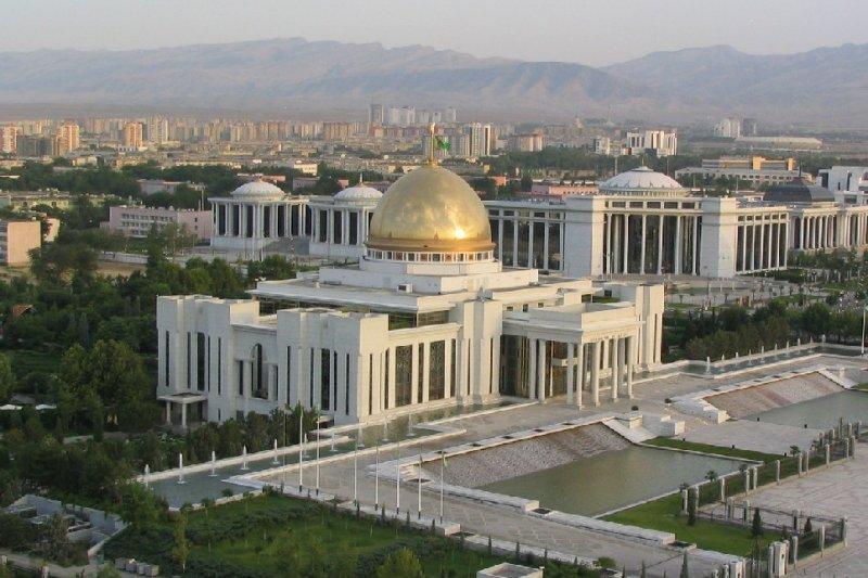 土庫曼首都阿什哈巴特(Ashgabat)的總統府(維基百科)