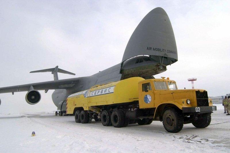 吉爾吉斯的瑪納斯空軍基地(Manas Air Base)(維基百科)