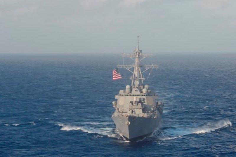 美國驅逐艦拉森號27日進入中國人工島礁12海里範圍內巡弋,造成中國不滿。(取自USS Lassen臉書)