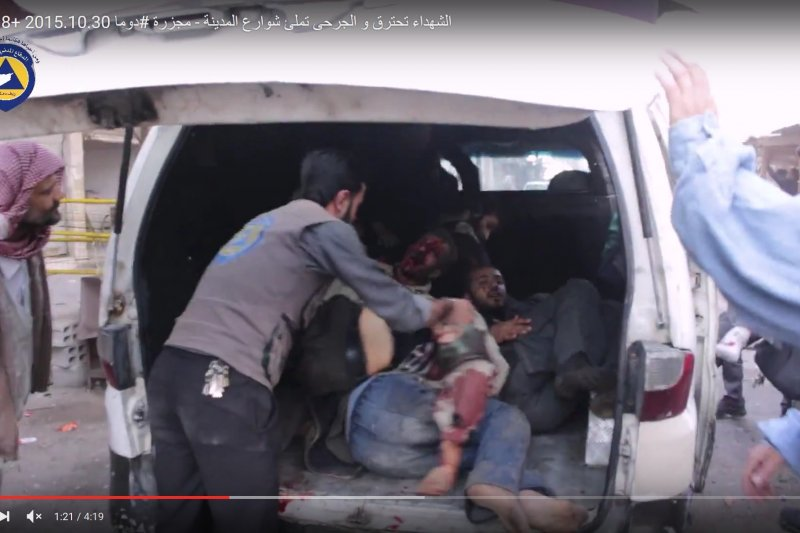 敘利亞首都大馬士革一處市集遭到慘烈轟炸,民眾死傷枕藉(YouTube)
