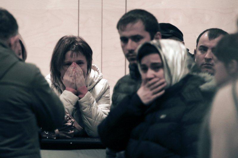 俄羅斯客機失事,罹難家屬悲慟。(美聯社)