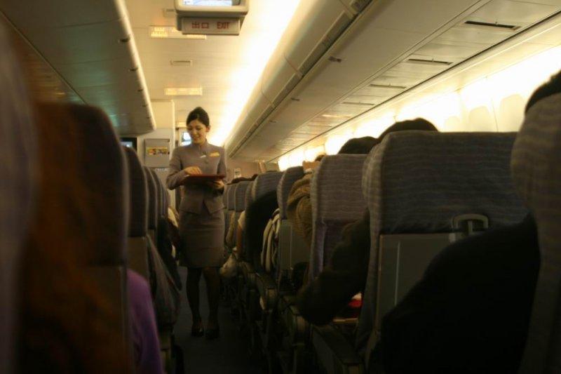 笑容可掬的空姐,背後承受的壓力非行外人可想像(圖/凱文@flickr)
