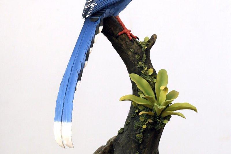 7日馬習會時,總統府準備了「台灣藍鵲」手工瓷器,送給中國國家主席習近平的見面禮。(總統府提供)