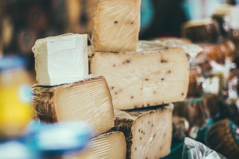 美國對歐盟加徵關稅,多種乳酪都遭殃。(Pixabay)
