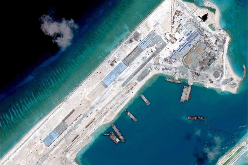 中國在永暑礁填海造地(取自網路)