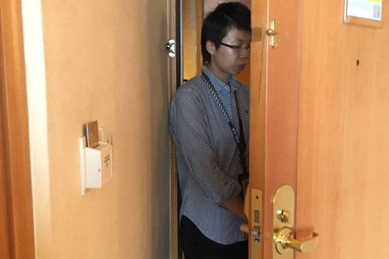 台聯辦公室主任李秋華遭新加坡警方限制人身自由(軟禁)於新加坡香格里拉702號房。(蕭亞譚臉書)
