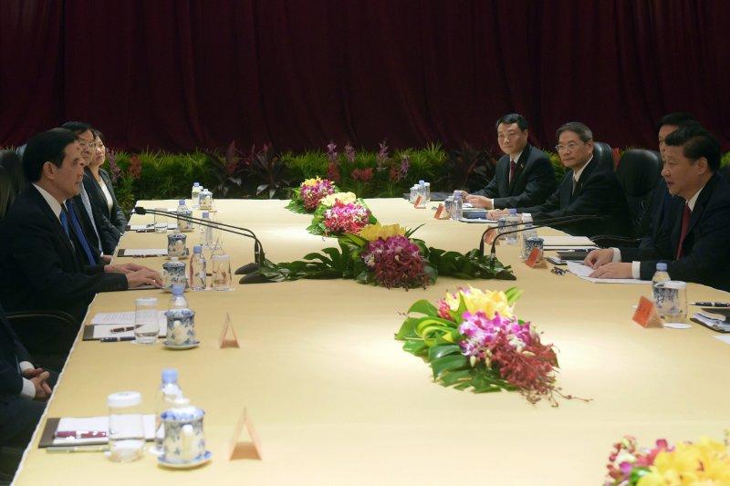 2015年11月7日馬習會,雙方隔桌進行會談(美聯社)