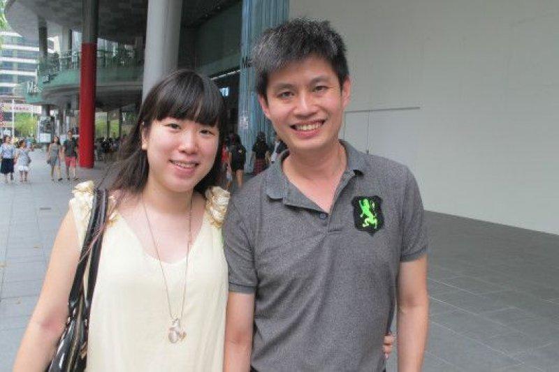 劉凱文、劉敏莉來自新加坡,他們認為新加坡能幫助中國與台灣,是一件好事,雙方都認為新加坡是好朋友。(BBC中文網)