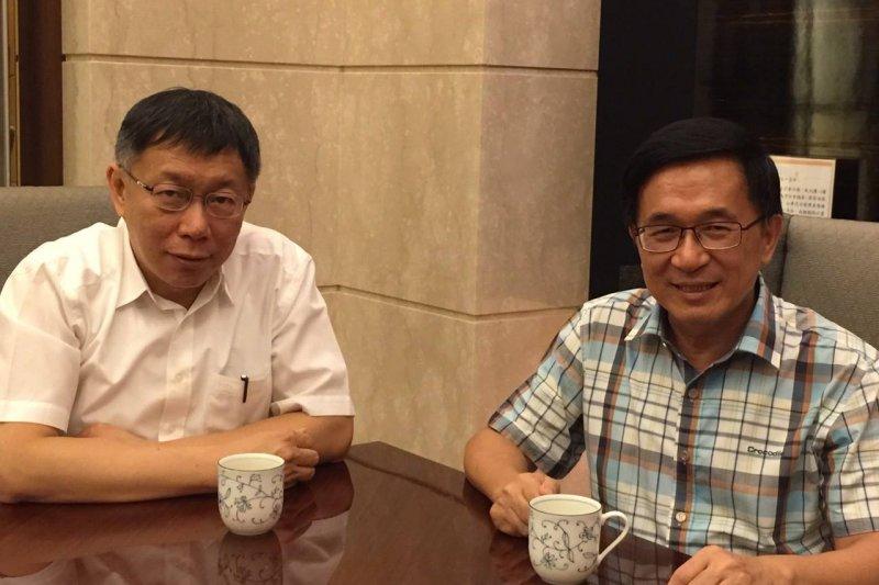 台北市長柯文哲(左)曾表示想替前總統陳水扁(右)做口述歷史,目前也確定在5月出版,立文獻館也將在月初舉行新書發表會。(資料照,陳致中臉書)